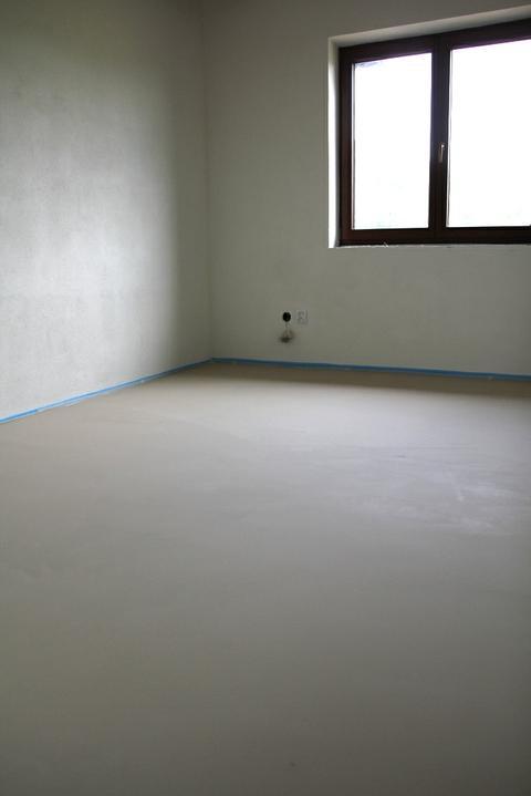 Tramovy strop, bungalow - Prva izba pripravena na podlahy