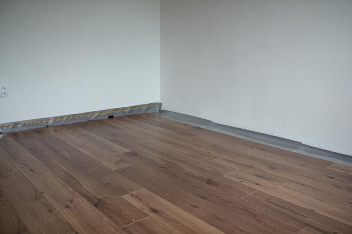 Tramovy strop, bungalow - Laminatova podlaha QuickStep - Perspective Dub 995