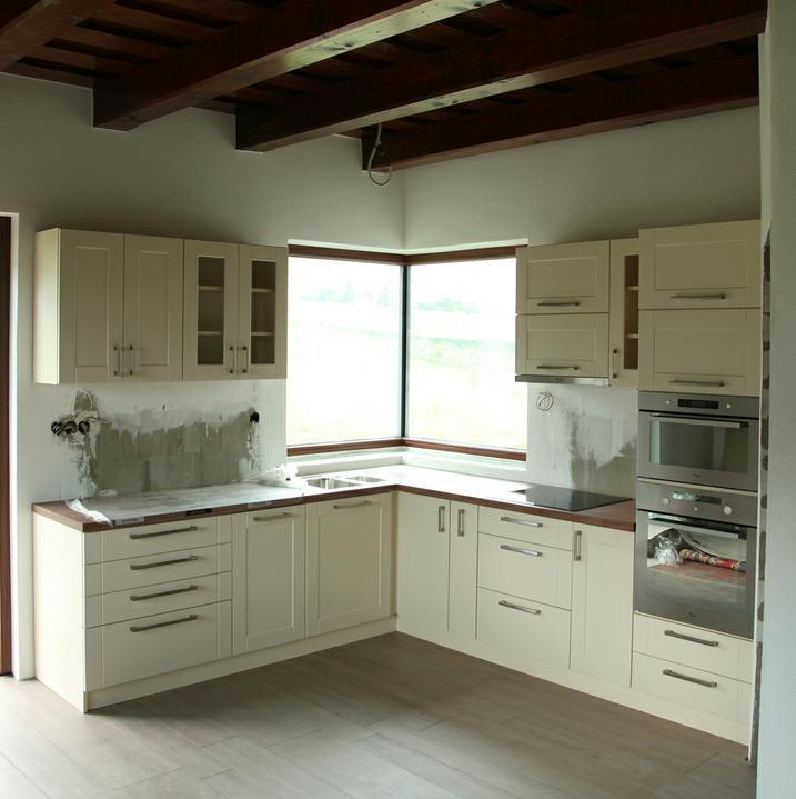 Tramovy strop, bungalow - No takze kuchyna je konecne na mieste - jupiii !