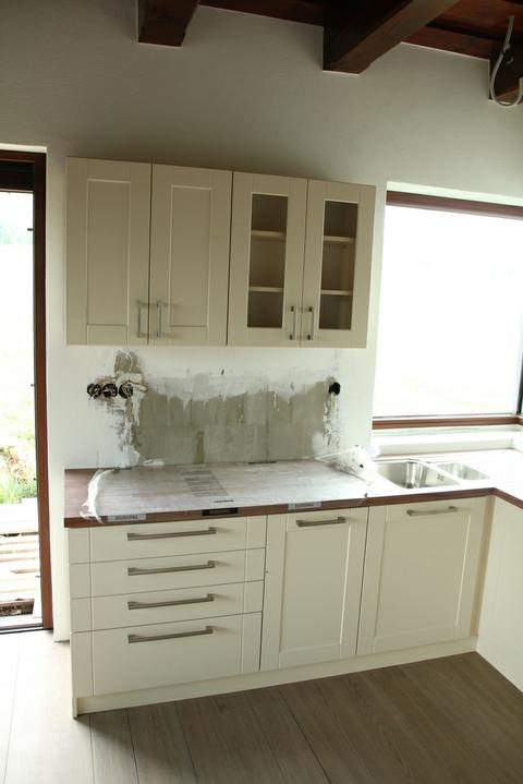 Tramovy strop, bungalow - Hned vedla suplikov je malicka umyvacka (45 cm)