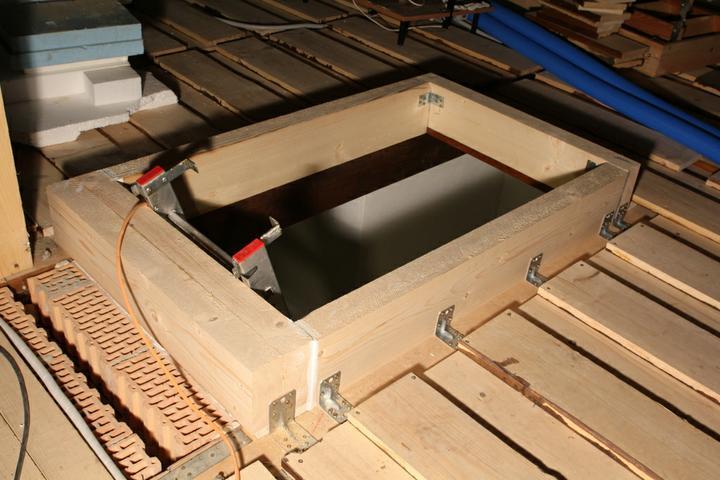 Tramovy strop, bungalow - Ram pre osadenie schodov do podkrovia.