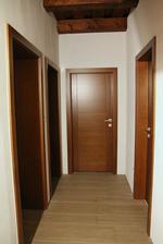 A dvere namontovane...