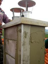 18.4.2011 - konecne hotovy komin. Mali sme ho robit pred strechou ale nedalo sa - uz mrzlo.