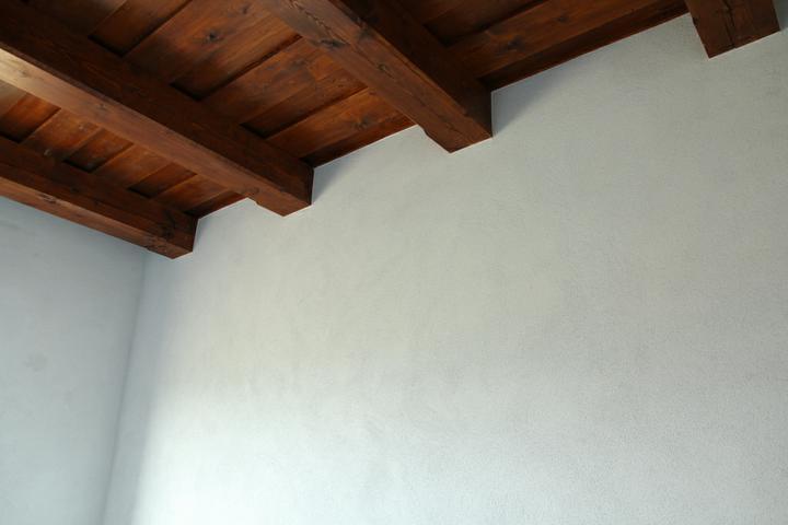 Tramovy strop, bungalow - 20.9.2011 Tak omietky su konecne hotove (filcovana MVR omietka)