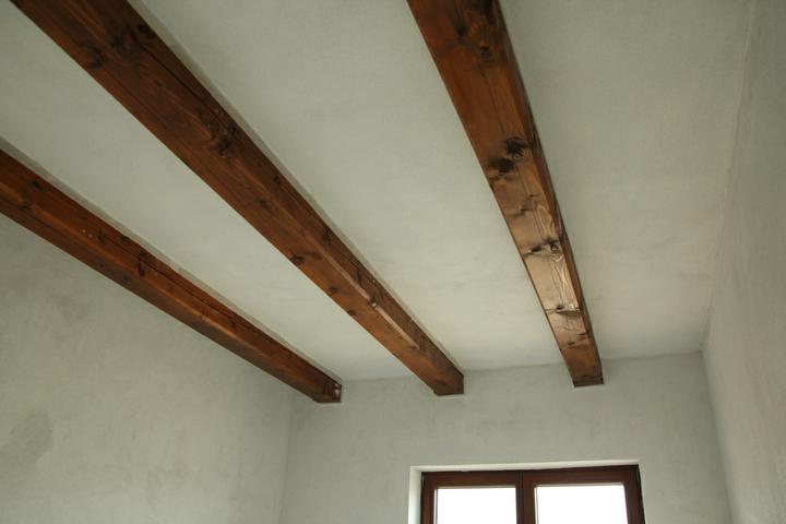 Tramovy strop, bungalow - Detske izby budu mat strop svetlejsi. SDK+MVR omietka.