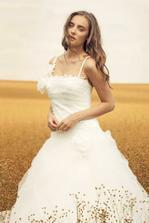 Rembo Styling Avanna Uzsi vyber. Ta fotka je desna, ve skutecnosti jsou ty saty uchvatne/Engere Auswahl. Das Foto ist fürchterlich, im Wirklichkeit ist das Kleid wunderschön.