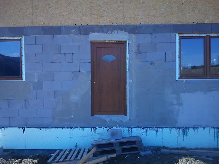 Pokracovanie - Dvere made in Baumax na drahsie musime este narast :)