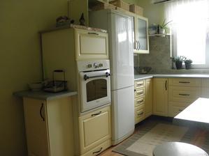 Úchytku na rúre a chladničke som vymenila za tyčku Fintorp z Ikey.