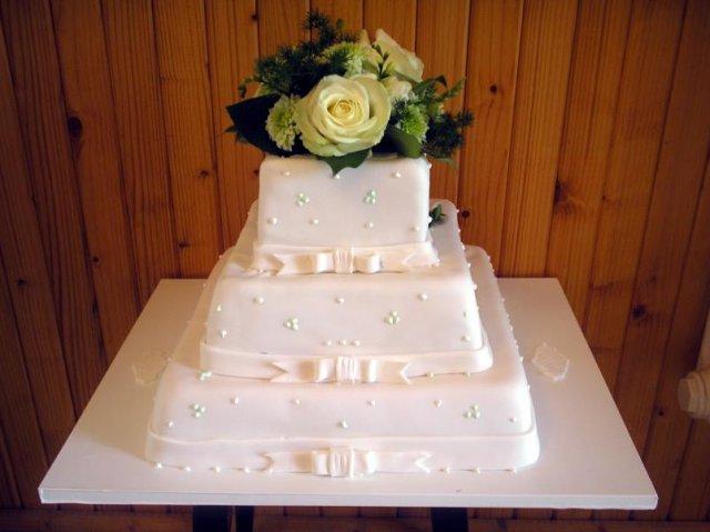 7. juna 2008 - nasa hlavna svadobna torta len navrchu budu kalie
