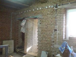 Takto se budovala kuchyň+vstup do koupelny a na WC