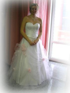 Čo postupne pribúdalo - Moje svadobné šaty.