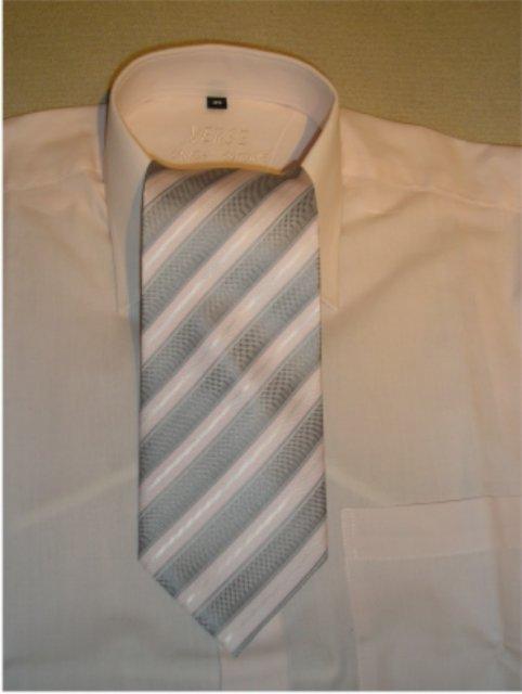 Čo postupne pribúdalo - Už sme kúpili aj kravatu...
