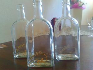 a flasky na vysluzku su hotove :) bolo to narocne nieco vymysliet...no nakoniec, si myslim, ze to vyzera celkom dobre :)  v jednoduchosti je krasa
