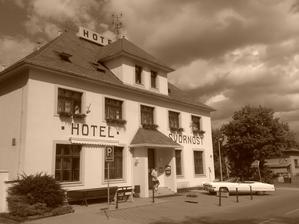 Hotel Svornost v Dolnich Pocernicich - vypada to, ze tam bude nase hostina :-)