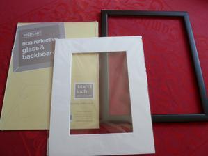 To budem mit misto knihy hostu - podpisy a pripadne vzkazy budou okolo nasi svatebni fotky :-)