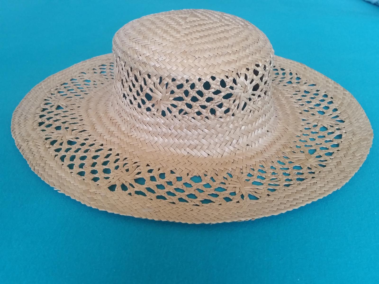 slaměný klobouk - vhodný i jako dekorace - Obrázek č. 1
