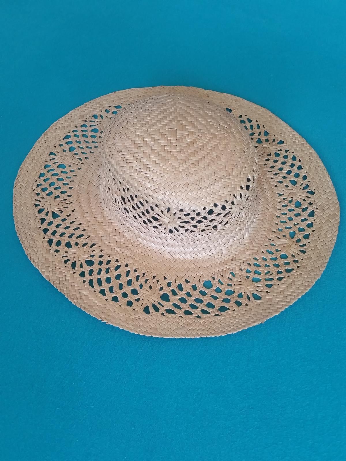 slaměný klobouk - vhodný i jako dekorace - Obrázek č. 2