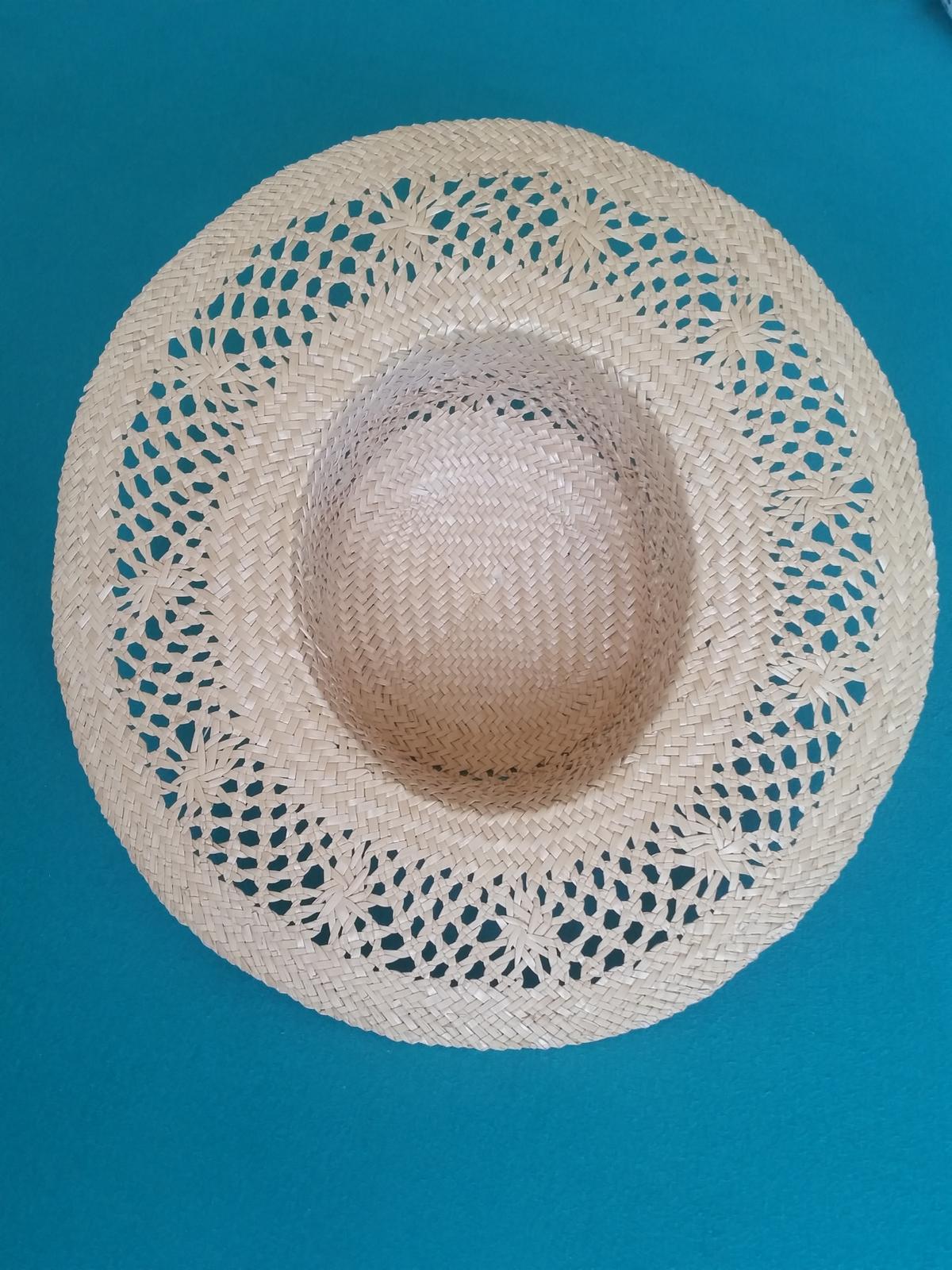 slaměný klobouk - vhodný i jako dekorace - Obrázek č. 3