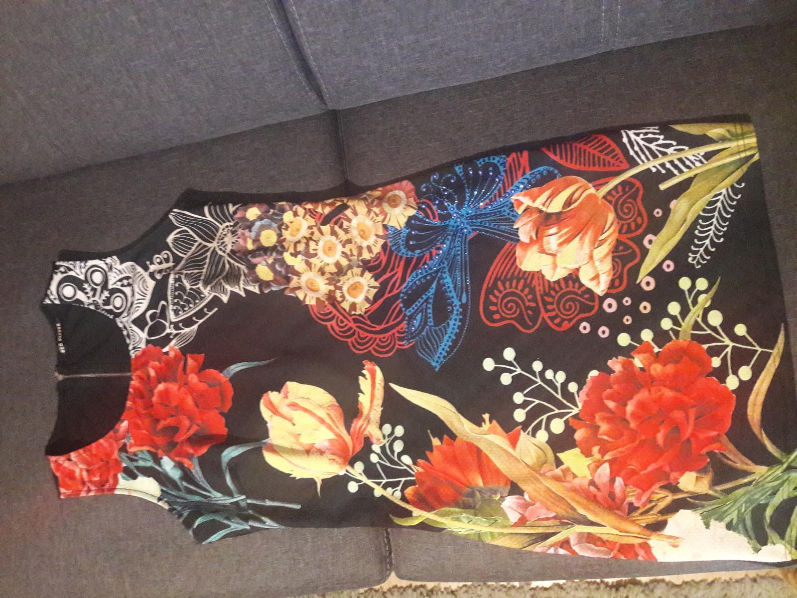 Spoločenské šaty krátke, veľkosť L kvetinové - Obrázok č. 1