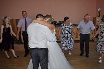 Novomanzelsky tanec..  Dojatá..  :)