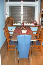 témeř hotovo, ještě hranu a nové nohy - modrá židle pro Beana - na drápky :-))