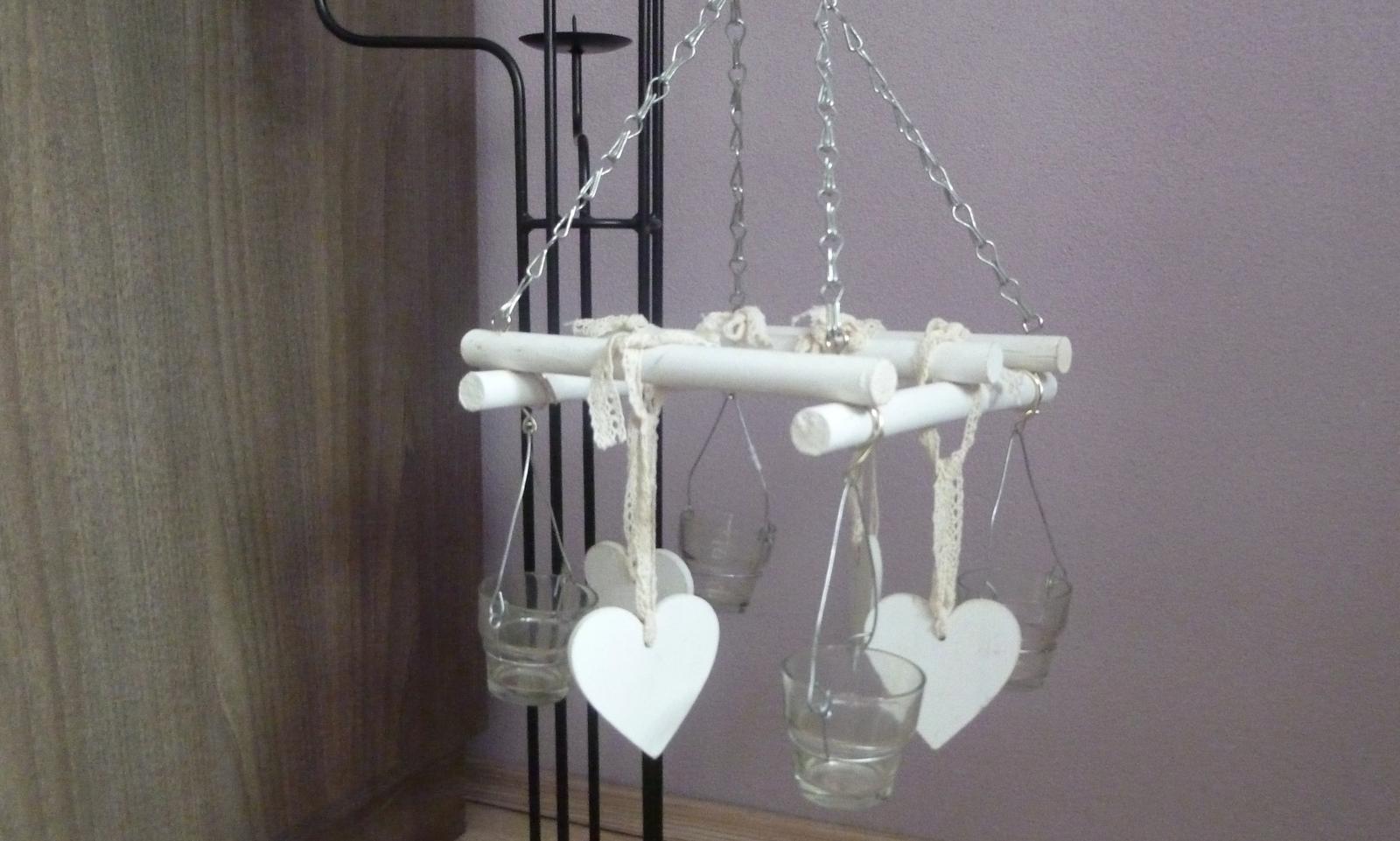 Naša romantic-rustic svadba ♥ - Svietniček na zavesenie... len musím zameniť retiazku za bielu :)