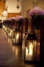 Pôvodný plán bohužiaľ nevyjde, kostolík je príliš malý :-)) Tak si dáme lampáše k oltáru a hotovo :-)