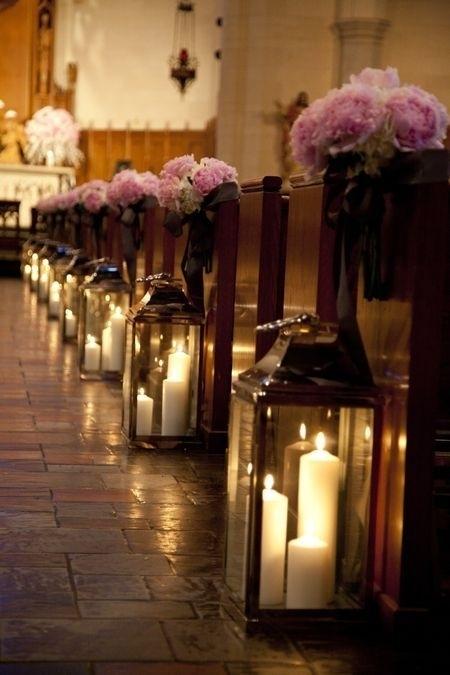 Naša romantic-rustic svadba ♥ - Pôvodný plán bohužiaľ nevyjde, kostolík je príliš malý :-)) Tak si dáme lampáše k oltáru a hotovo :-)