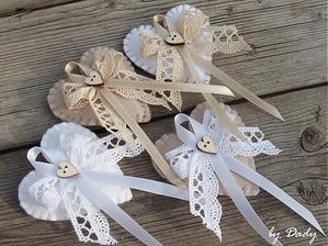 Tip na svadobné pierka, stále rozmýšľame s alebo bez srdiečka? :)