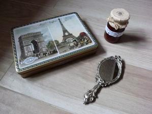 Naháňam posledné derorácie k foteniu... Konečne sa mi podaril zohnať Paríž a šípkový džem :-)