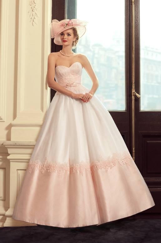 Najromantickejšie šaty všetkých čias 👰 - Obrázok č. 41