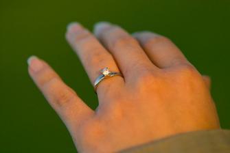 Nejkrásnější zásnubní prstýnek, jaký jsem si mohla představit....