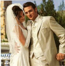 Vybraný oblek pro ženicha, bude do něho zelenkavá košile.