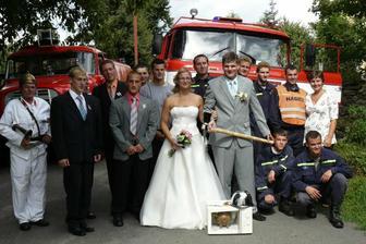pak jsme se společně vyfotili - s hasiči z Oseka n.B.