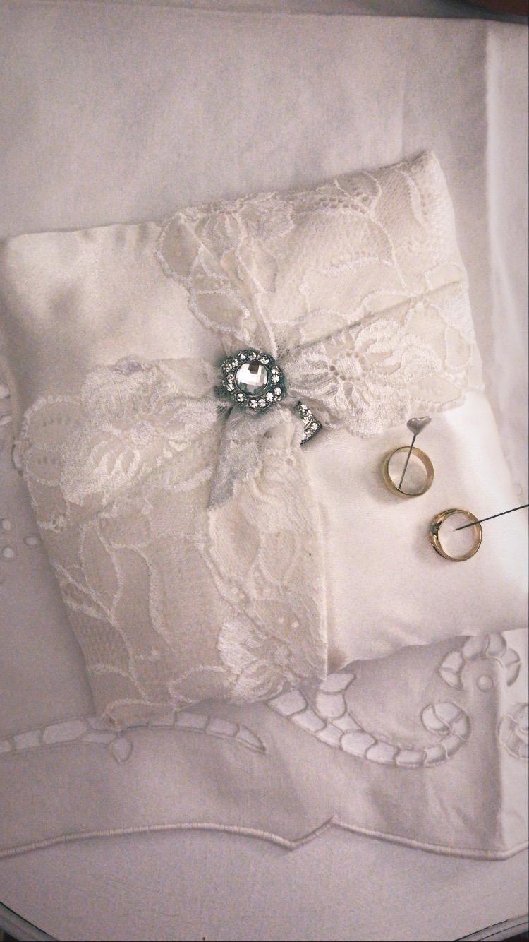 Vankúš pod prstene - biela - Obrázok č. 1