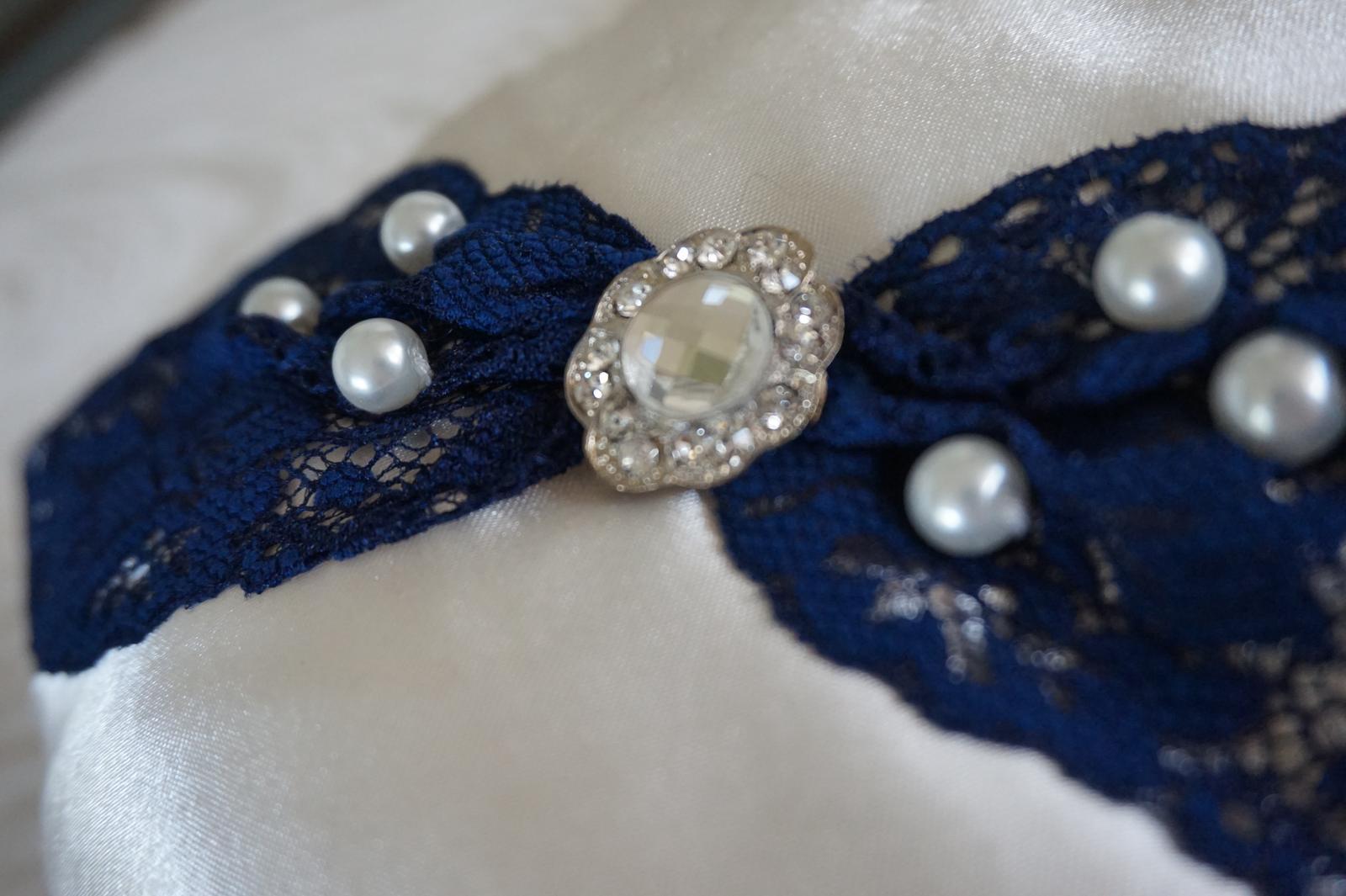 Vankúš na svadobné obrúčky - modrý - Obrázok č. 1