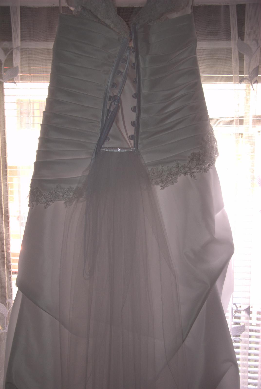 Svadobné šaty pre plnšie nevesty - Obrázok č. 2