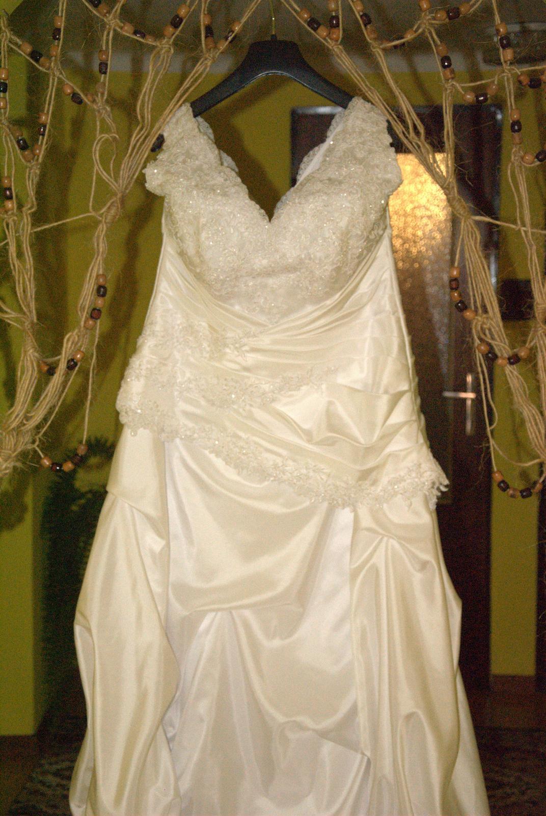 Svadobné šaty pre plnšie nevesty - Obrázok č. 4