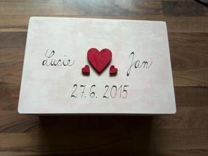 Na dopisy od hostů, přání, obálky ... později na uschování drobností ze svatby na památku.