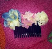 Hřebínek s květy do vlasů ,