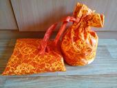 Oranžová pompadůrka + polštářek na prstýnky,