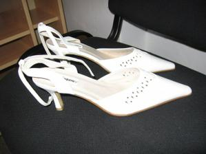 Svatební botičky, snad mě nebudou tlačit .)