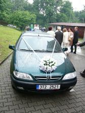 Auto nevěsty. (ale taky je to naše auto doopravdy :)