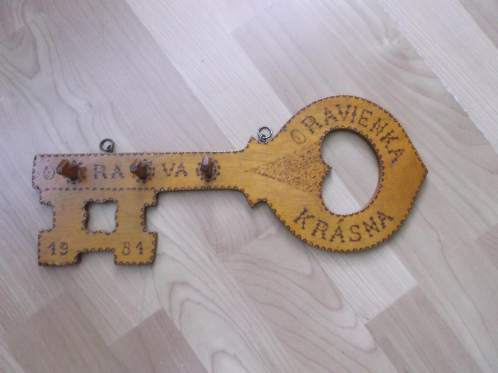 drevený kľúč na kľúče - Obrázok č. 1