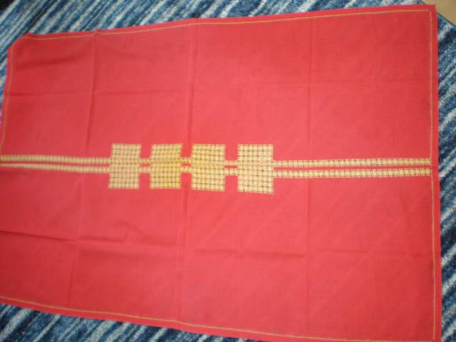 červený vyšívaný obrus - Obrázok č. 1