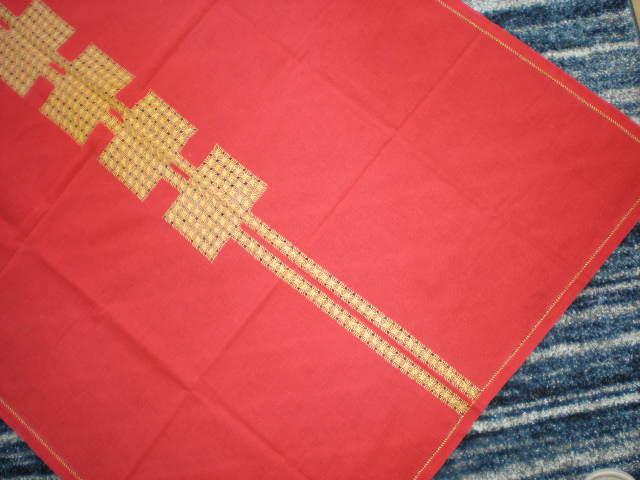 červený vyšívaný obrus - Obrázok č. 2