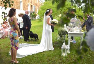 Prvni fotka od fotografky, kterou mi nachystala jeste ve svatebni den a na zbytek si musim pockat :)