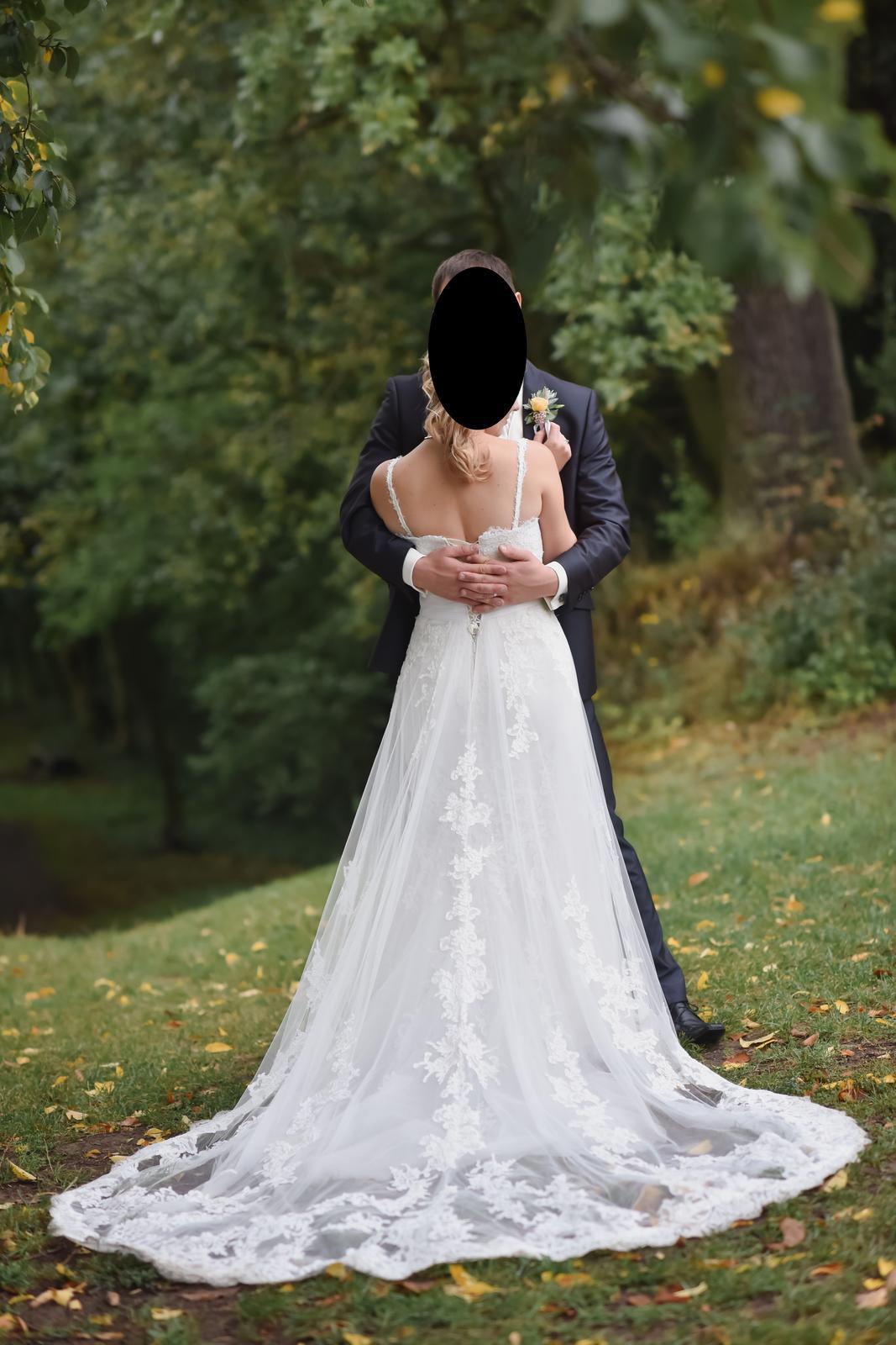 Krajkové svatební šaty s vlečkou Pronovias Petunia - Obrázek č. 1
