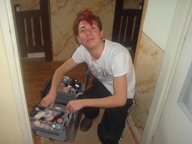 Prípravy na Náš deň :) - Tomáško- Môj vizážista, ktorý so mňa urobil peknú nevestu