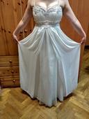 Rozevláté svatební šaty, 39